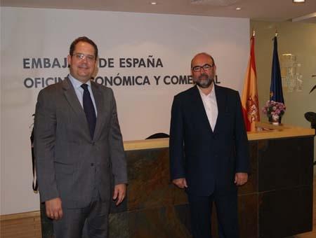 Con Jose L. Kaiser en la embajada de Beijing